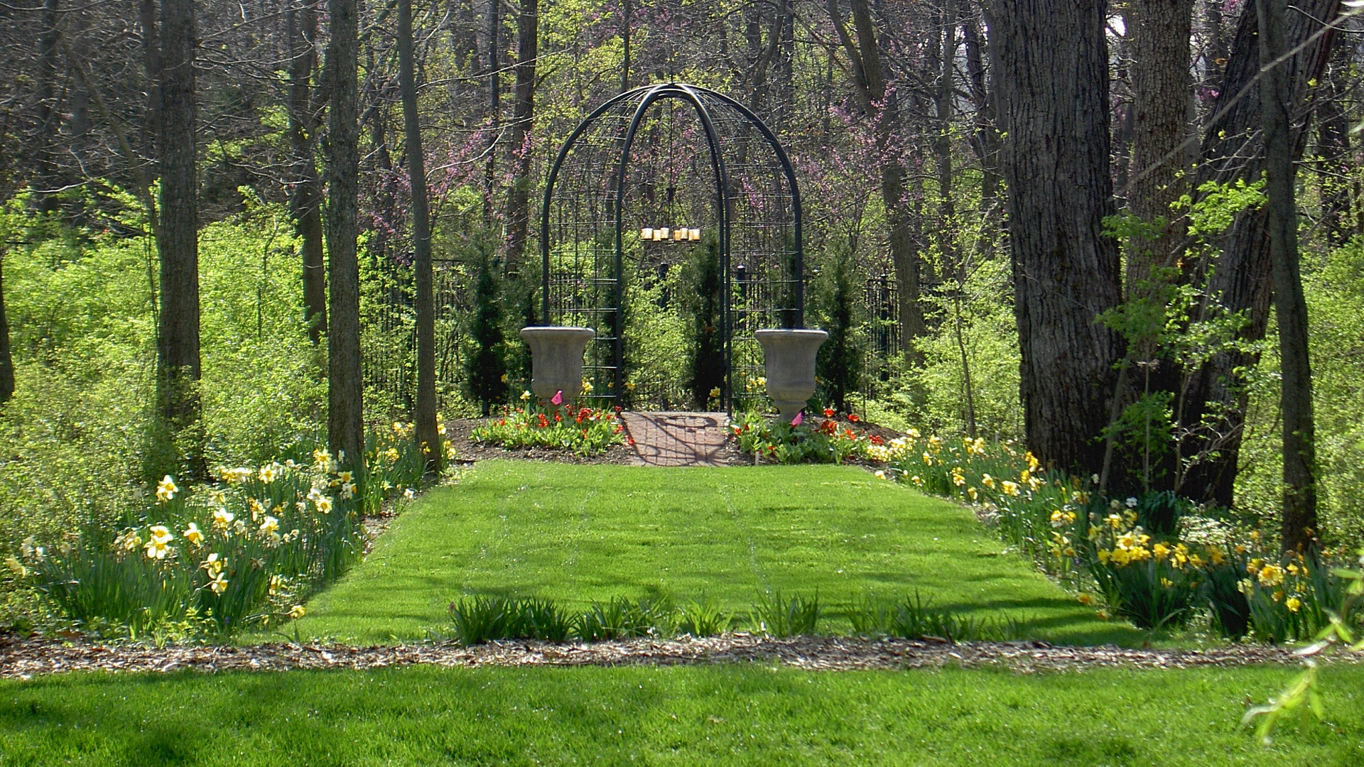 professional landscaping from rosehill gardens of kansas city - City Garden