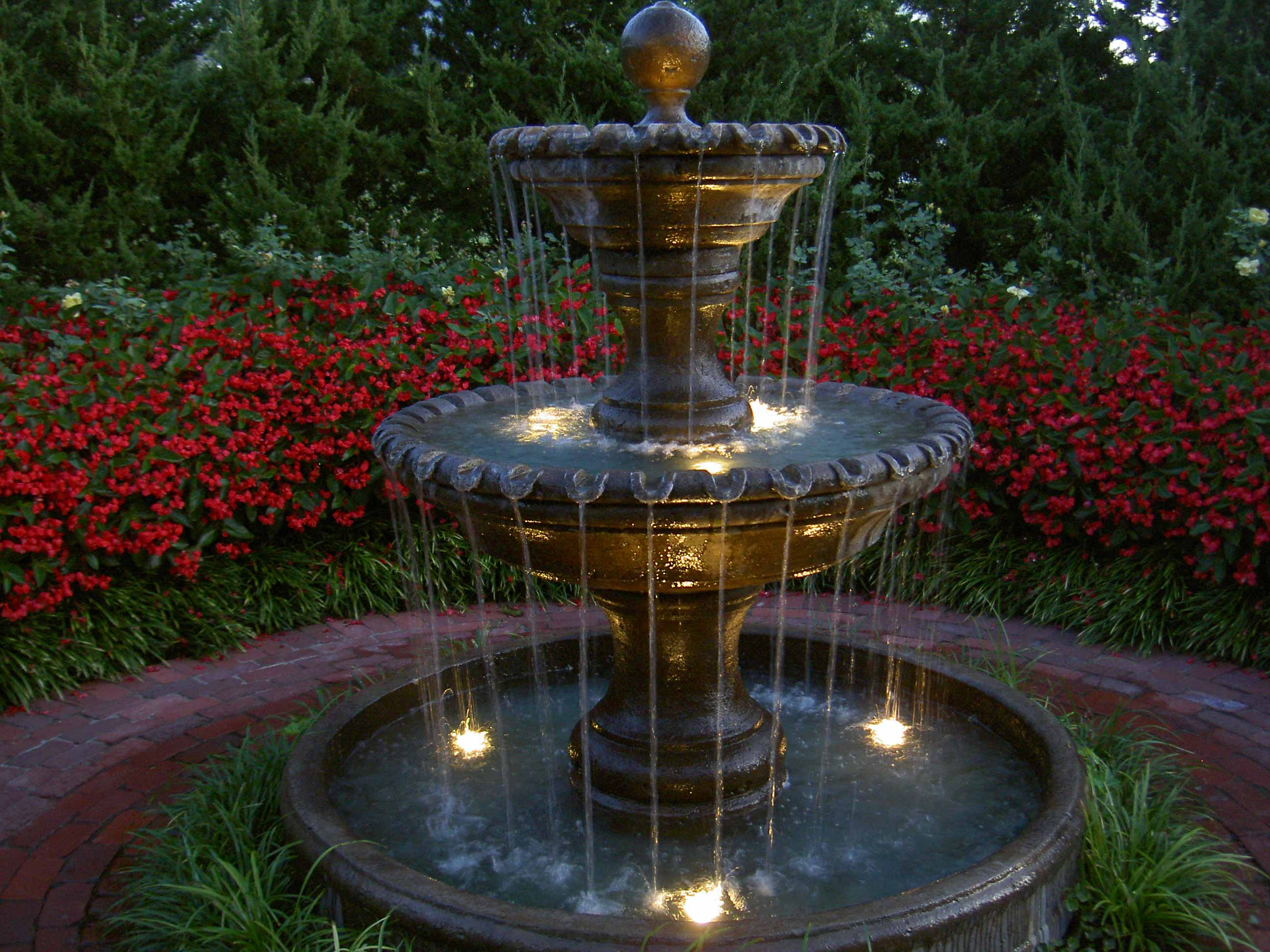 Kansas City Garden Fountain With Lights