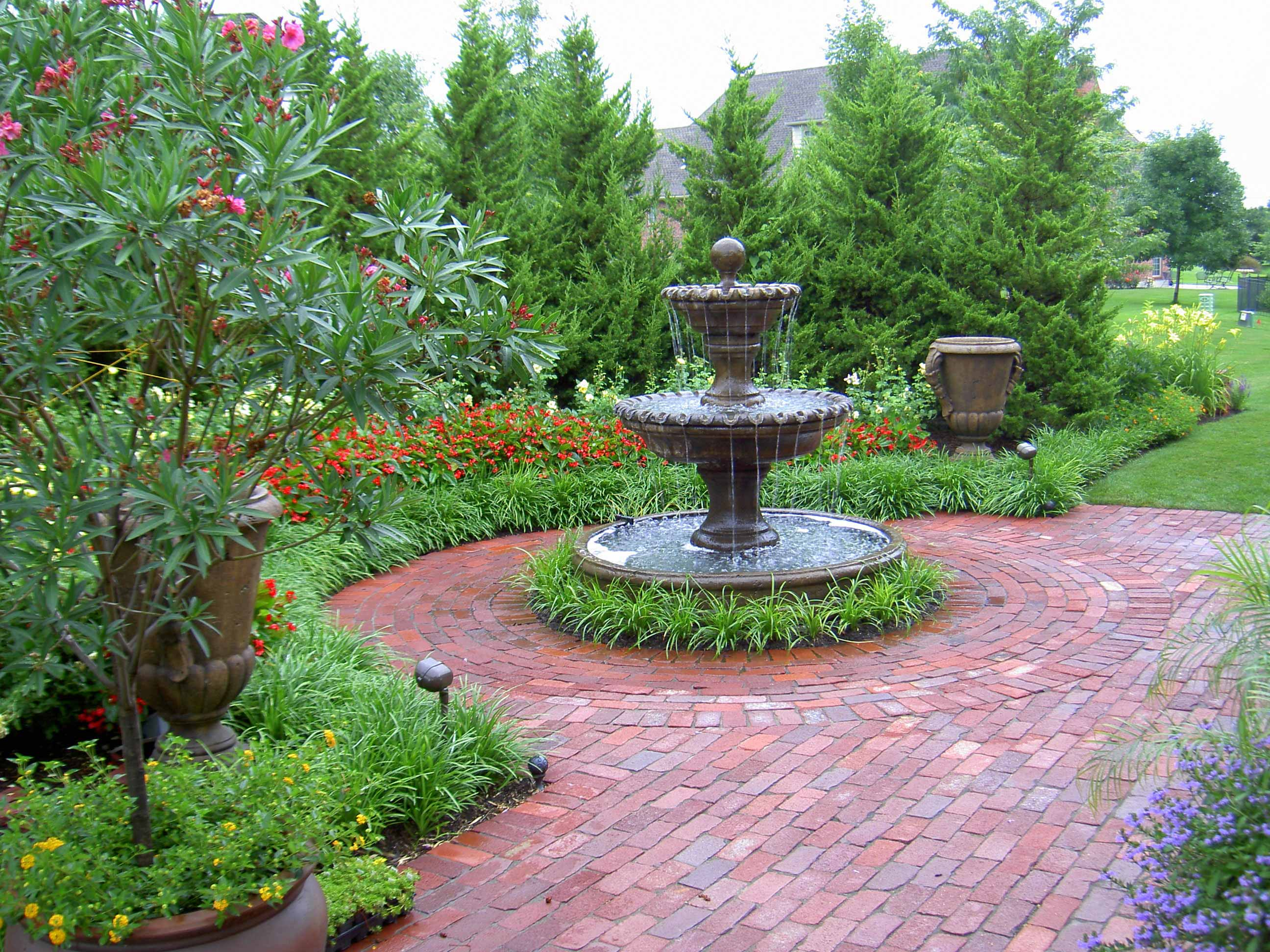 Residential landscape design by rosehill gardens in kansas for Outdoor pictures for gardens