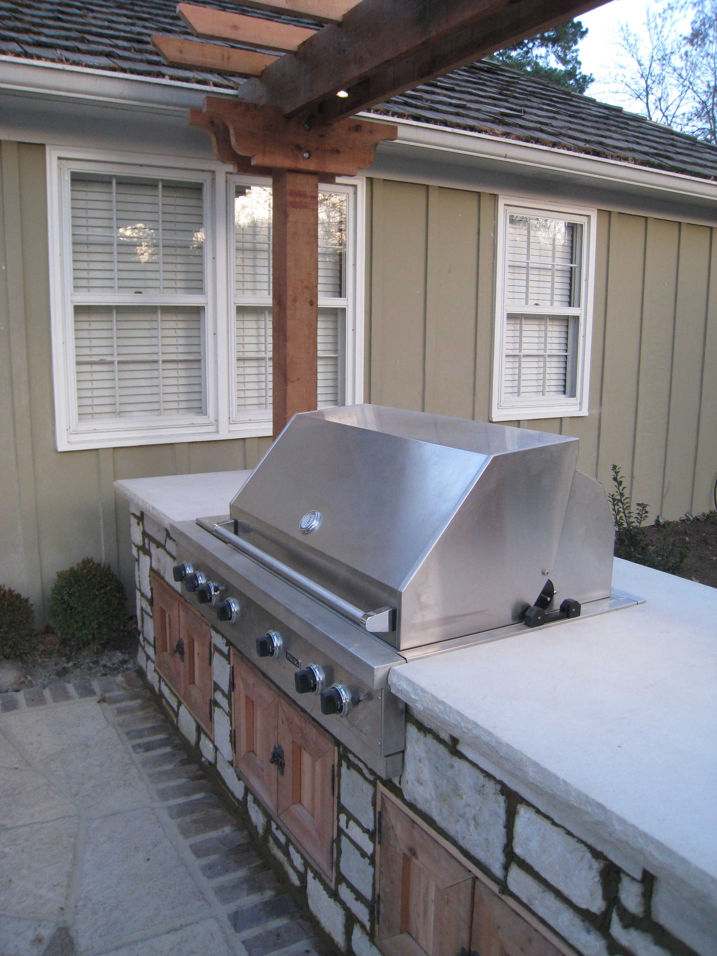 Customized Outdoor Kitchens