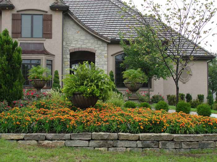Professional residential landscaping by rosehill gardens for Residential landscaping