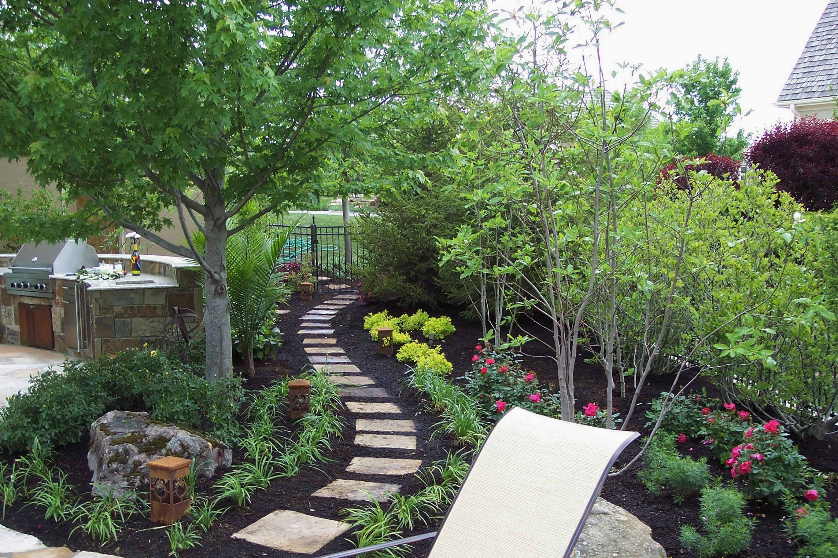 Kansas city walkway patio professionals rosehill for Outdoor pictures for gardens