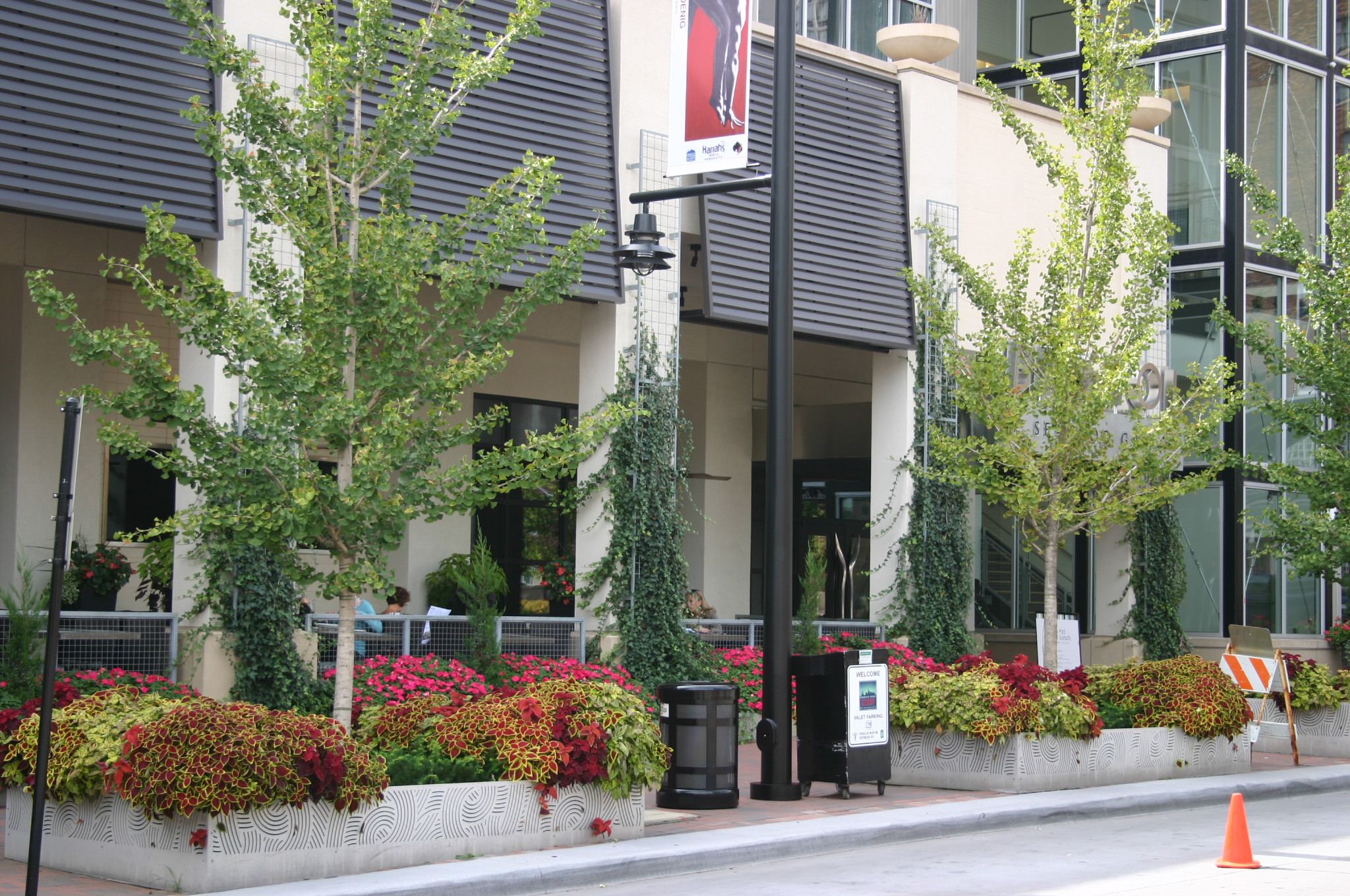 Professional commercial landscaping design in kansas city for Commercial landscape design