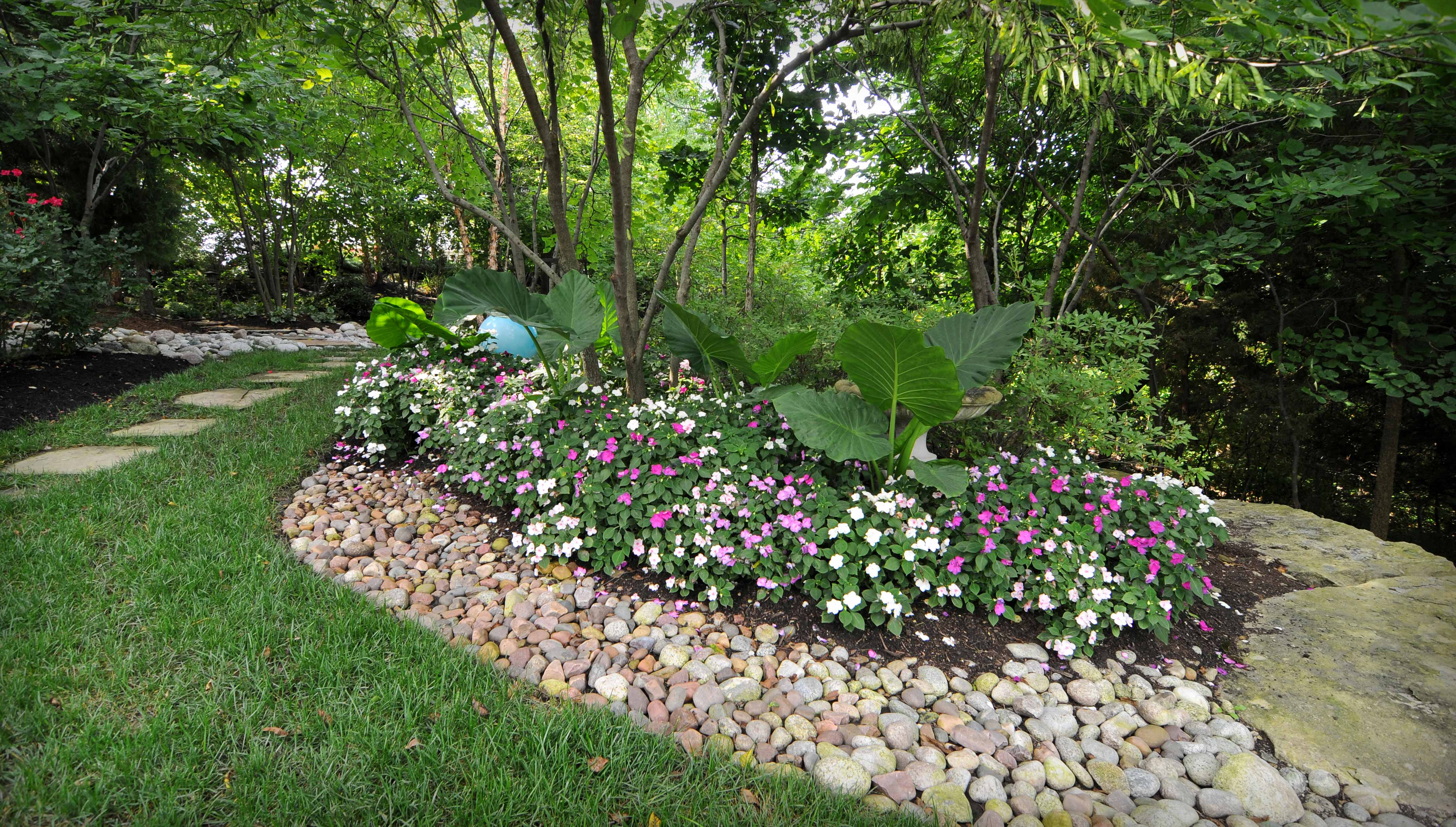 Kansas city irrigation professionals rosehill gardens for Commercial landscaping